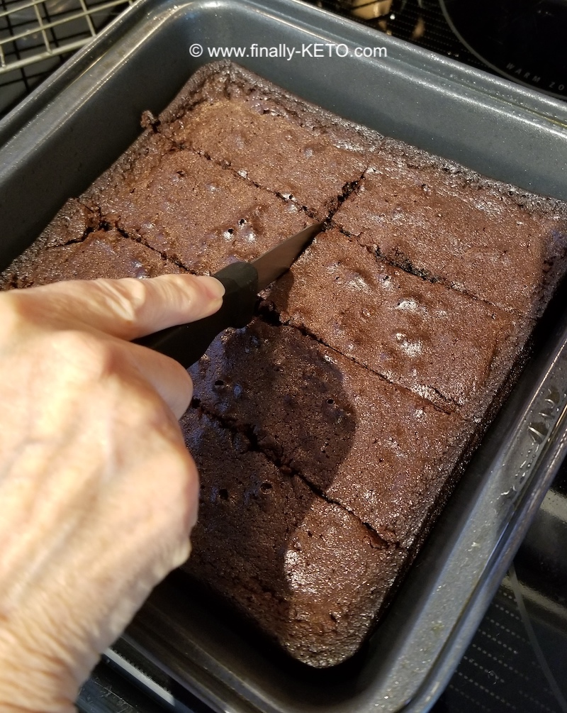 Keto and Co Fudge Brownies cutting second 3 lines (to make 16 total brownies)